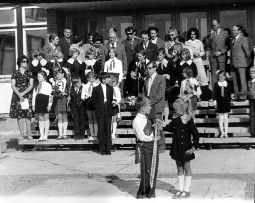 1977 m. rugsėjis. Mokyklos atidarymo šventė.