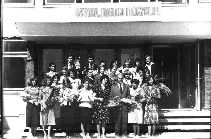 Pirmasis mokytojų kolektyvas (1977 m.)